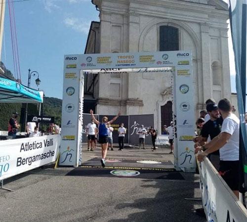 Charlotte Cotton se sube al podio en el Trofeo Nasego