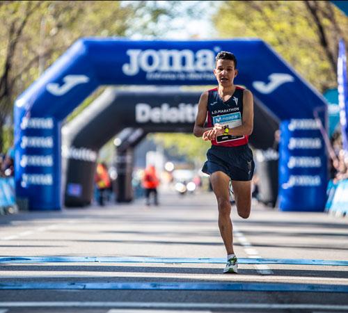 Gran papel de Benabbou en el medio maratón de Glasgow