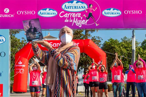 La #MareaRosa se ha unido hoy en Sevilla para reivindicar el Día Mundial de la Lucha Contra el Cáncer de Mama y para homenajear a la bailaora Cristina Hoyos