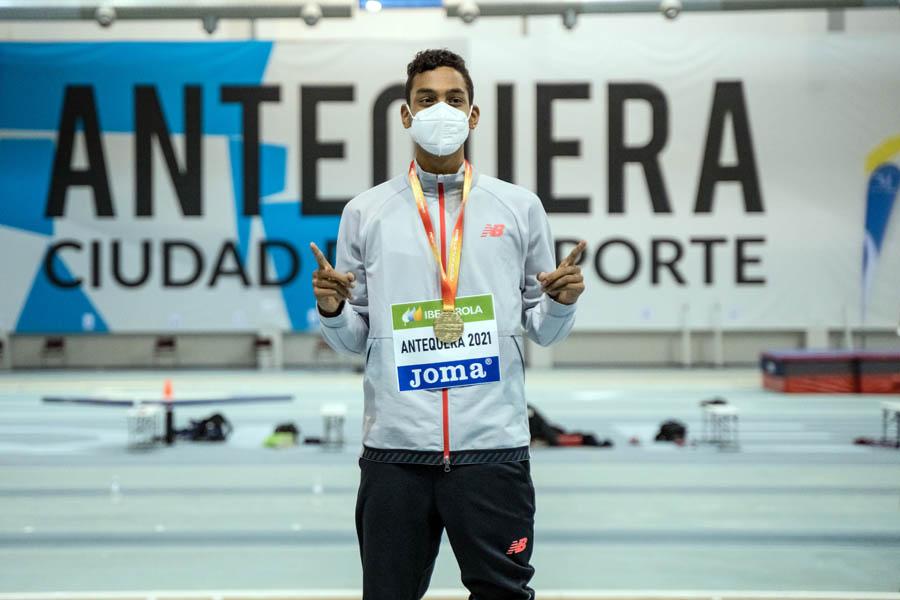 Eric Guzmán vence en los 800 del Nacional Sub-20 indoor y Mehdi Elnabaoui es segundo en los 3.000
