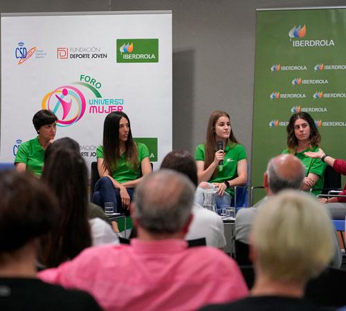 Éxito del foro Universo Mujer en Oviedo