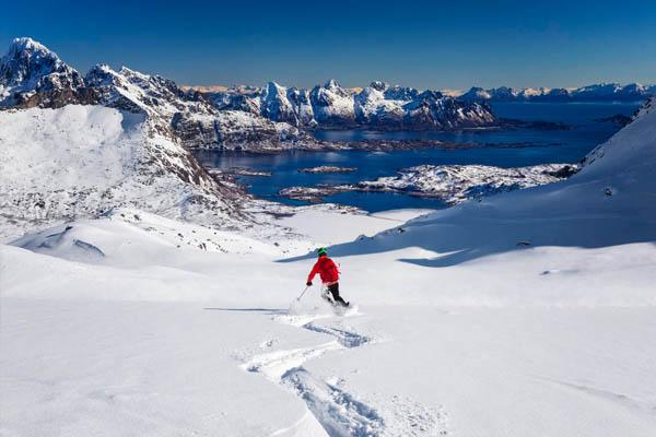 Esquí de montaña en el Ártico noruego